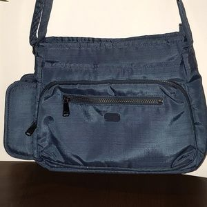 Lug Infinity Shimmy 2 Organizing Bag w/Key Clip